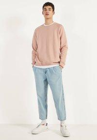 Bershka - BALLOON - Straight leg jeans - blue - 1