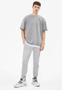 Bershka - T-shirt basic - silver - 1