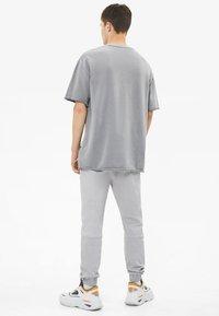 Bershka - T-shirt basic - silver - 2