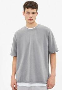Bershka - T-shirt basic - silver - 0