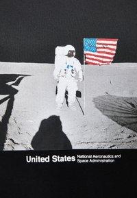 Bershka - NASA - T-shirt print - black - 4