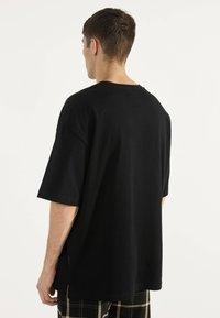 Bershka - OVERSIZE-SHIRT 02373880 - T-shirt basic - black - 2