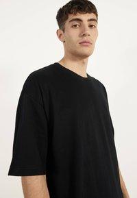 Bershka - OVERSIZE-SHIRT 02373880 - T-shirt basic - black - 3