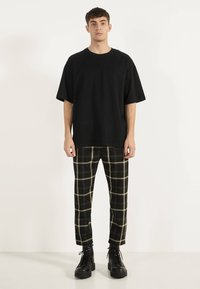 Bershka - OVERSIZE-SHIRT 02373880 - T-shirt basic - black - 1
