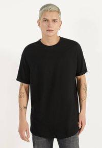 Bershka - MIT KURZEN ÄRMELN - Basic T-shirt - black - 0