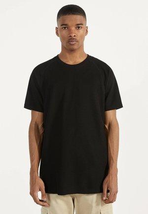 MIT WAFFELGEWEBE - Basic T-shirt - black