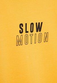 Bershka - MIT GRAFIK - Print T-shirt - mustard yellow - 5