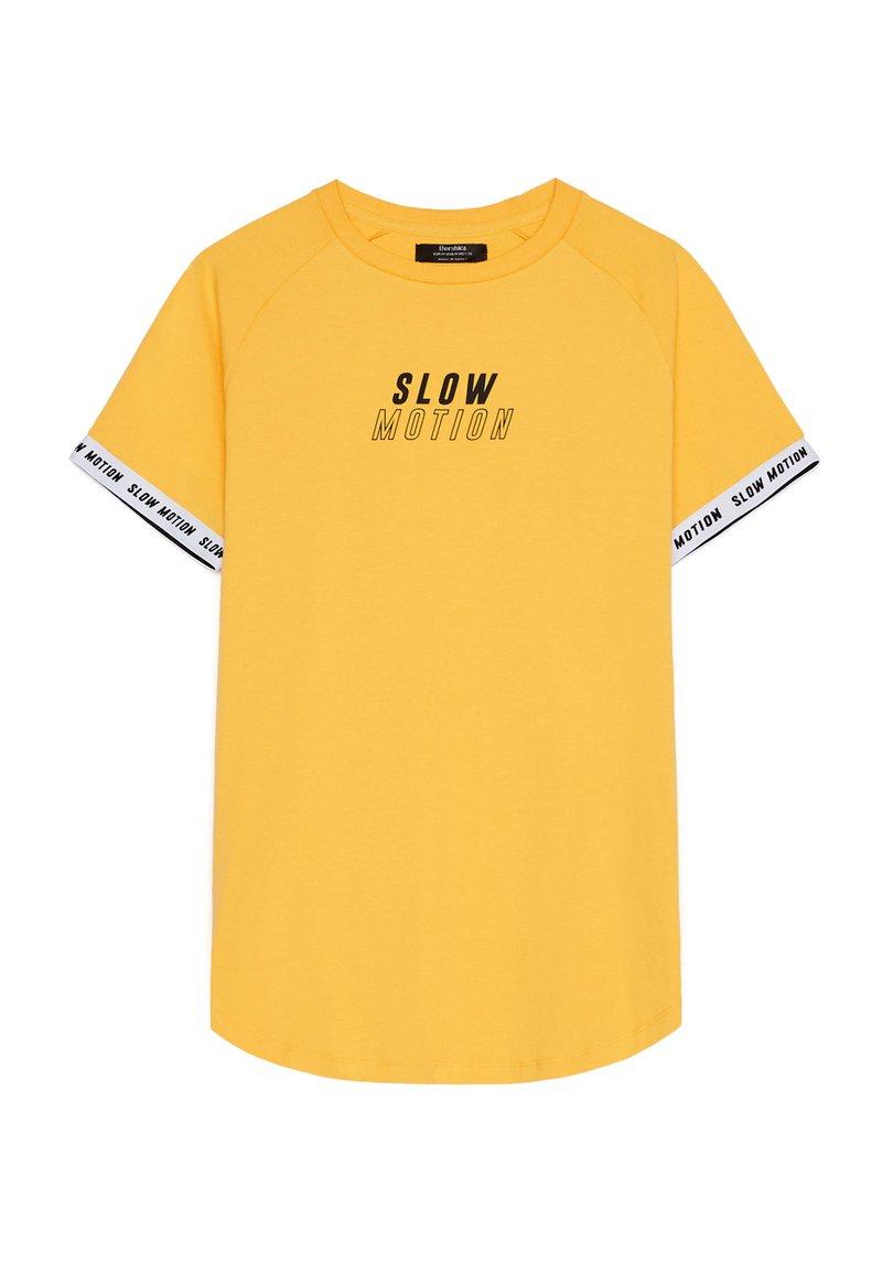 Bershka - MIT GRAFIK - Print T-shirt - mustard yellow