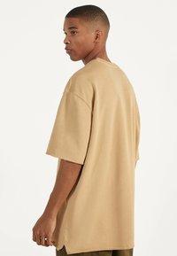 Bershka - T-shirt basic - beige - 0