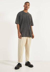 Bershka - Basic T-shirt - dark grey - 2