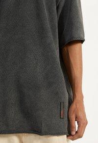 Bershka - Basic T-shirt - dark grey - 4