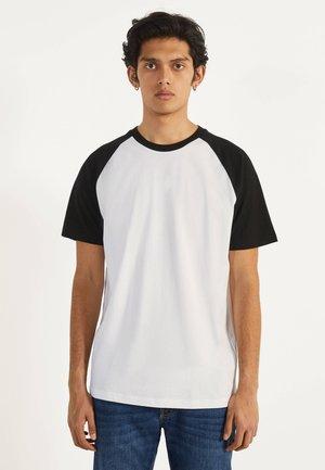 MIT RAGLANÄRMEL - Print T-shirt - white