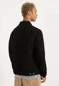 Bershka - JEANSJACKE IM REGULAR-FIT 01273503 - Farkkutakki - black - 2