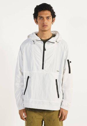 MIT BAUCHTASCHE - Outdoorjas - white