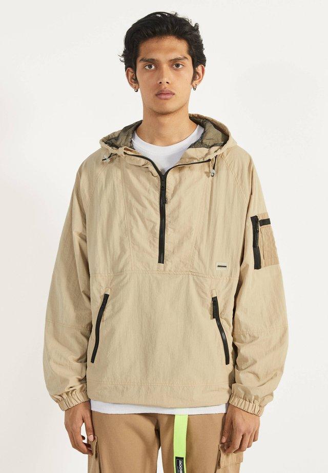 MIT BAUCHTASCHE - Outdoor jakke - beige