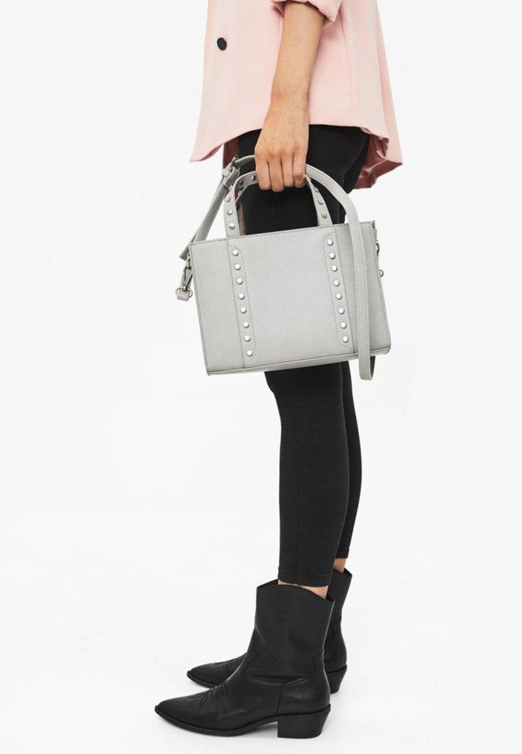 Bershka - MIT NIETEN - Across body bag - light grey