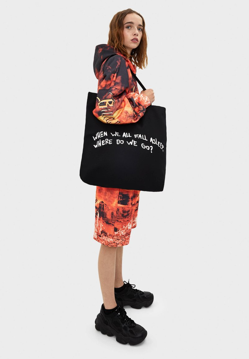 Bershka - BILLIE EILISH  - Tote bag - black