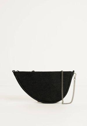 MIT KETTE - Handtasche - black