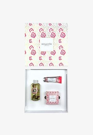 GIFT BOX BODY OIL - Bath and body set - rose amélie