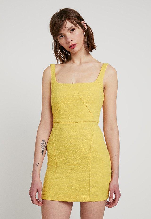 CLEMENCE MINI DRESS - Etuikleid - marigold