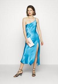 Bec & Bridge - FREDERIC ASYM MIDI DRESS - Cocktailkleid/festliches Kleid - azure - 1
