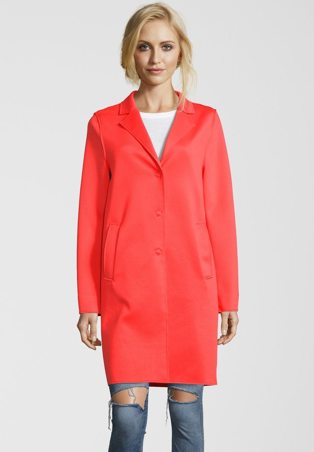 MANTEL LEON N - Classic coat - orange