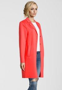Blonde No. 8 - MANTEL LEON N - Classic coat - orange - 2