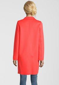 Blonde No. 8 - MANTEL LEON N - Classic coat - orange - 1