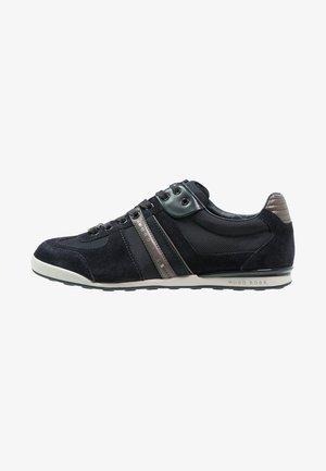 AKEEN - Sneakers laag - open blue