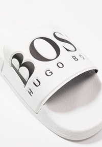 BOSS - SOLAR SLID LOGO - Mules - white - 5