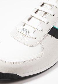 BOSS - GLAZE - Tenisky - open white - 5