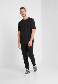 BOSS - HADIKO  - Pantalon de survêtement - black - 1