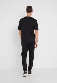 BOSS - HADIKO  - Pantalon de survêtement - black - 2