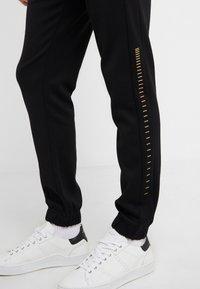 BOSS - HADIKO WIN - Pantaloni sportivi - black/gold - 3