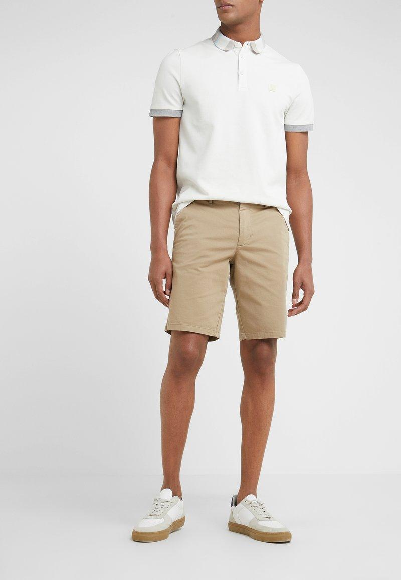 BOSS - LIEM - Shorts - light pastel brown