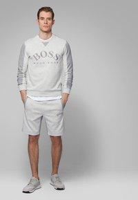 BOSS - HEADLO - Shorts - light grey - 1