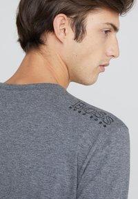 BOSS - TOGN - Top sdlouhým rukávem - medium grey - 4