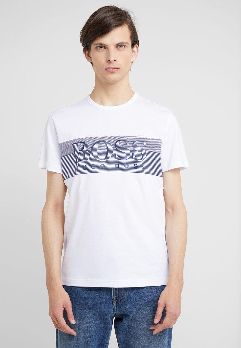 BOSS - TEE - T-shirt med print - white