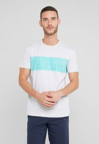 BOSS - TEE - T-shirt z nadrukiem - light pastel grey - 0