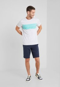 BOSS - TEE - T-shirt z nadrukiem - light pastel grey - 1