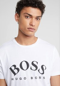 BOSS - Triko spotiskem - white - 4