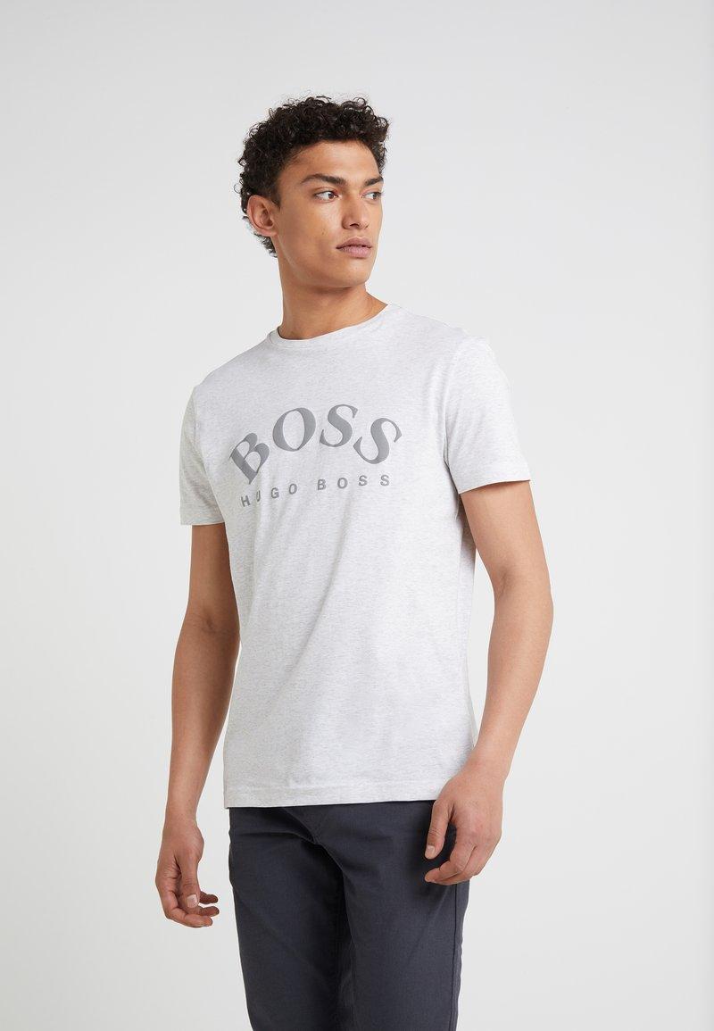 BOSS - TEE - T-shirt med print - light pastel grey