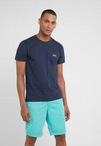 BOSS - CURVED - T-shirt basique - navy - 0