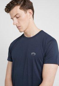 BOSS - TEE CURVED 10213473 01 - T-shirt basique - blue/silver - 3
