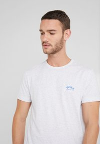 BOSS - TEE CURVED 10213473 01 - Camiseta básica - light pastel grey - 3