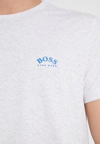 BOSS - TEE CURVED 10213473 01 - Camiseta básica - light pastel grey - 5