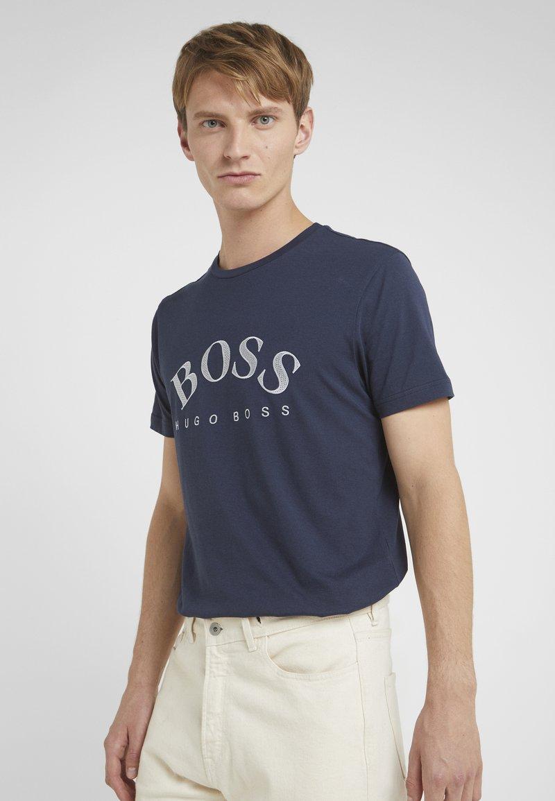 BOSS - Camiseta estampada - navy/silver