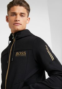 BOSS ATHLEISURE - SAGGY - Mikina na zip - black - 4