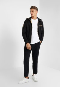 BOSS ATHLEISURE - SAGGY - Mikina na zip - black - 1