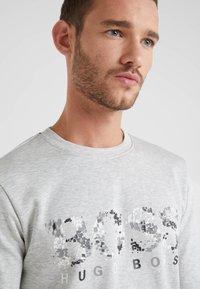 BOSS - SALBO ICONIC  - Sweatshirt - light pastel grey - 4